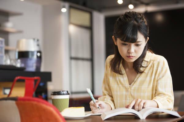 3.女性が転職前に資格を取得するときの注意点